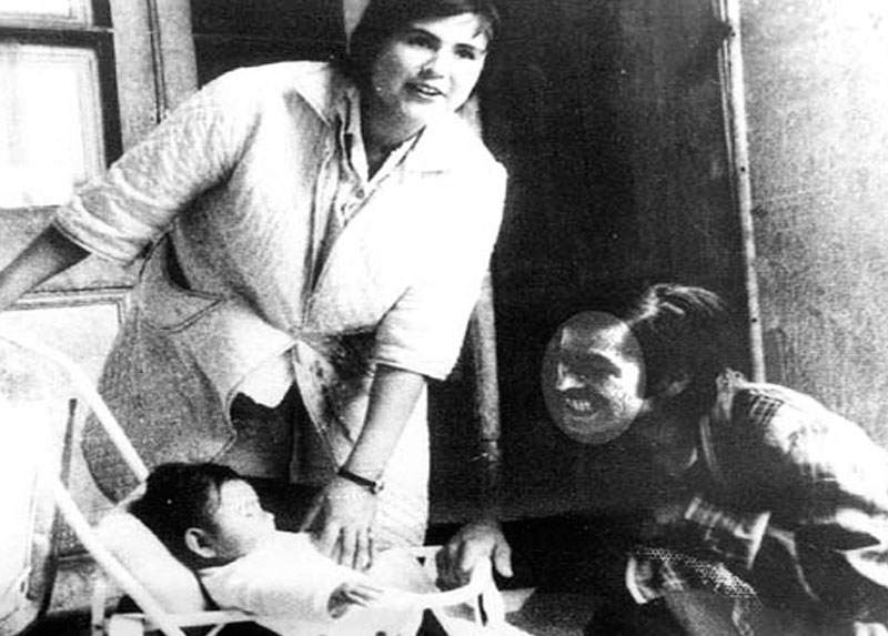 Catalina, Rolando y su hijo Beto, 1975 en Santiago.