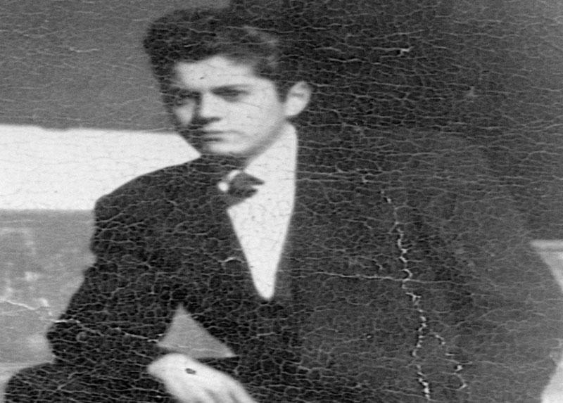 Foto de René cuando era estudiante, esta foto se la regaló a Sonia (Shony) con una dedicatoria, año 1954.