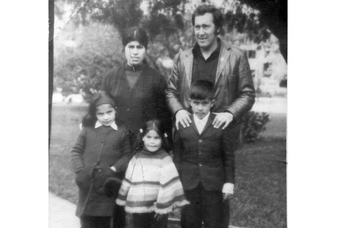 Plutarco y su familia de paseo en Concepción, alrededor de 1972.