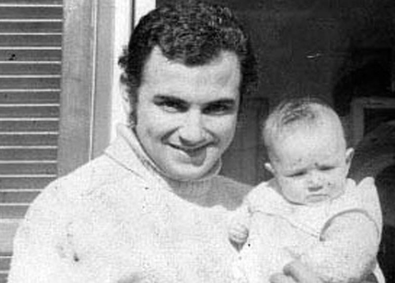 Marcelo y su hija María Paz Concha Traverso en 1974, en Ñuñoa.