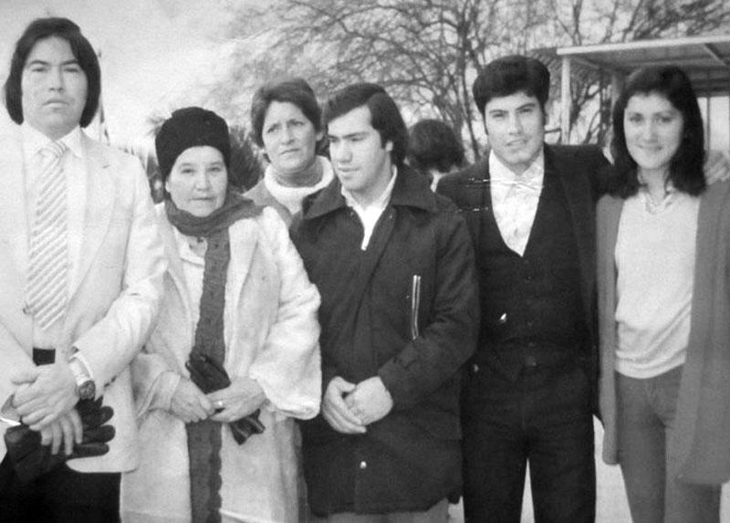 Waldo Miño, Estela Logan, David y Marcelo Miño, y Pamela Logan, aeropuerto Pudahuel, 1978.