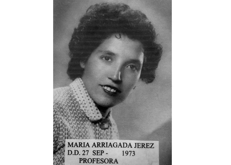 María del Carmen Arriagada Jerez, alrededor de 1960. Fotografía tomada en un estudio en Curacautín.