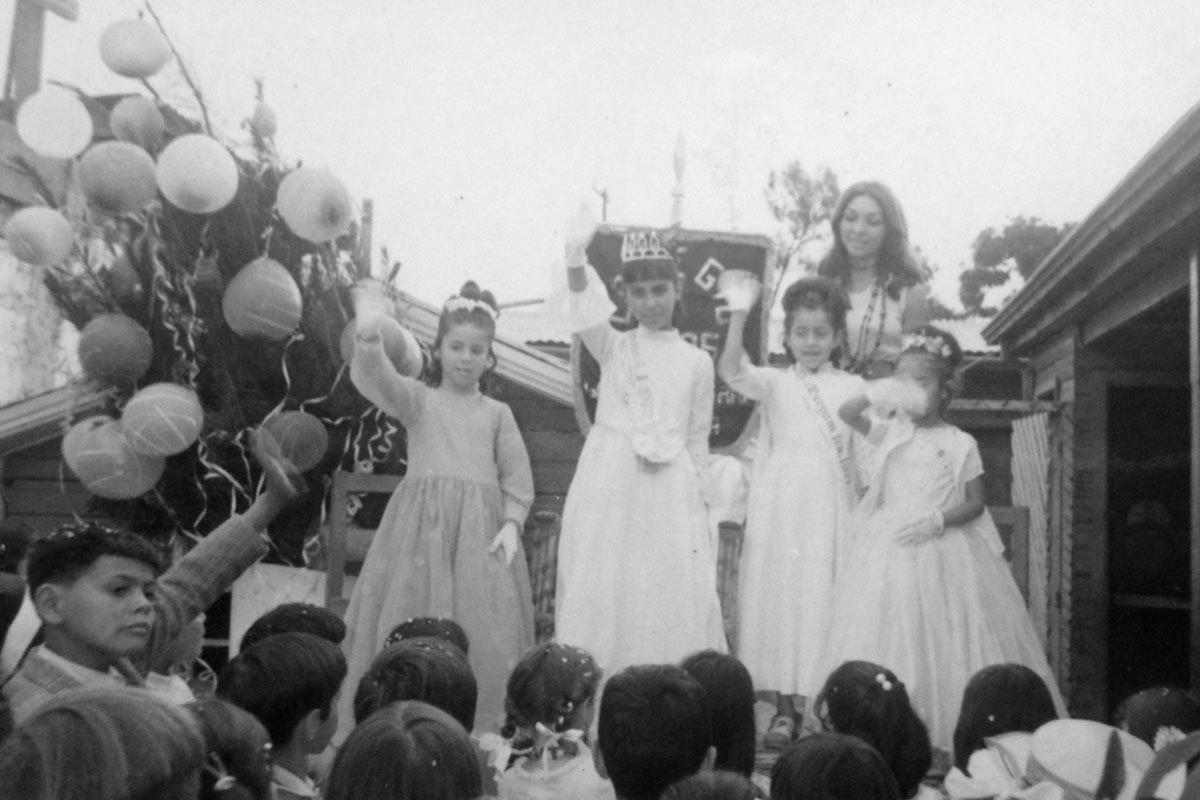 Marisol en la fiesta cuando fue elegida reina en 1972, en su colegio Gabriela Mistral, La Granja.