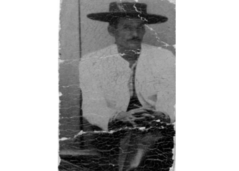 Ramón a los treinta años a fines de los años '40, vestido de huaso.