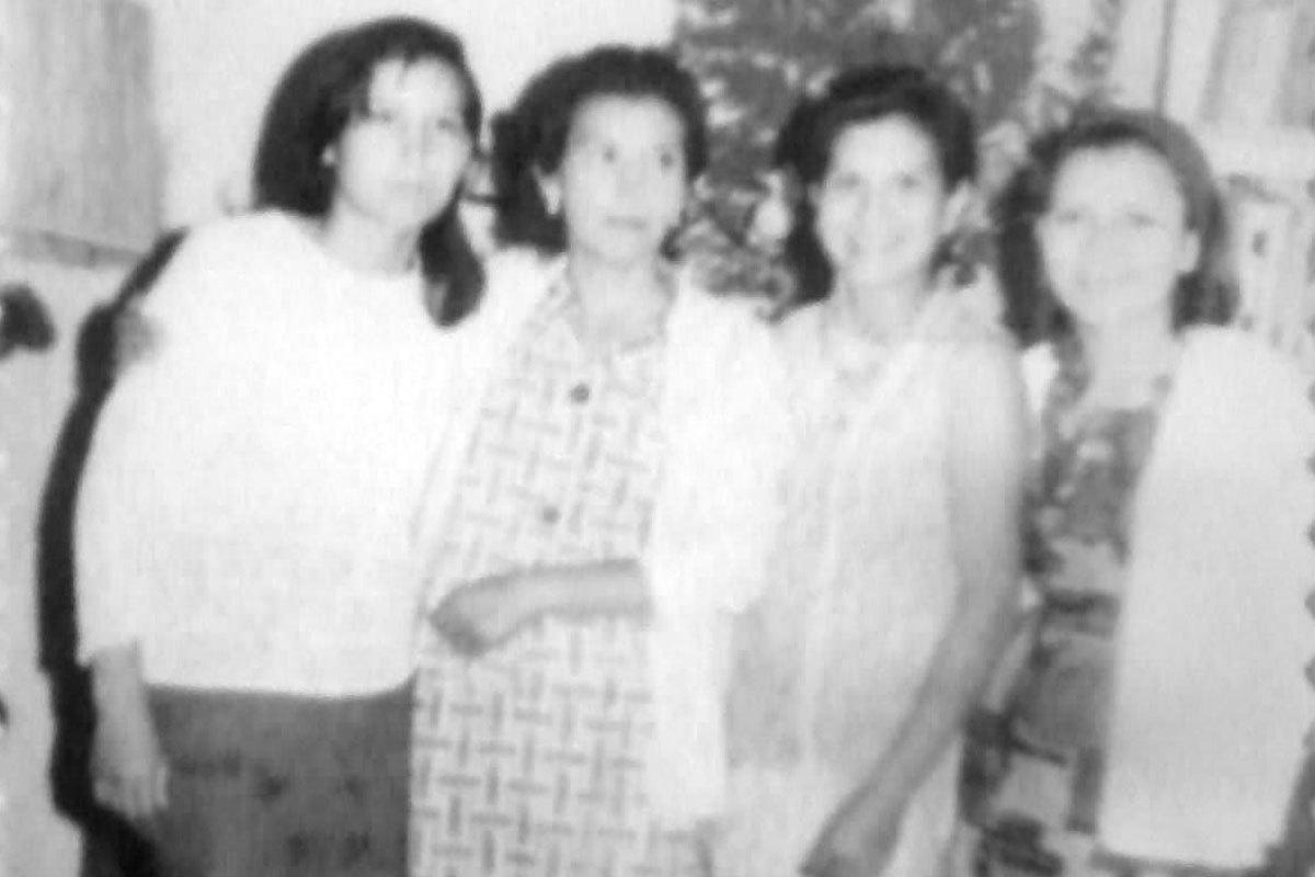 Margarita con sus hermanas y madre. De izquierda a derecha: María Paz, Elba, su madre; Margarita y Matilde. Aproximadamente en 1968.