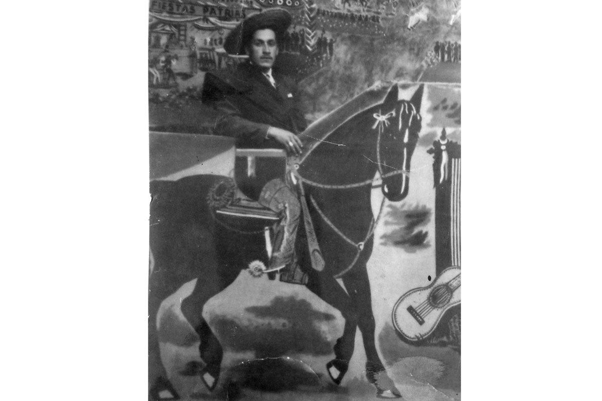 Carlos Maldonado Torres, en una ramada de Fiestas Patrias en Alhué, alrededor de 1960.