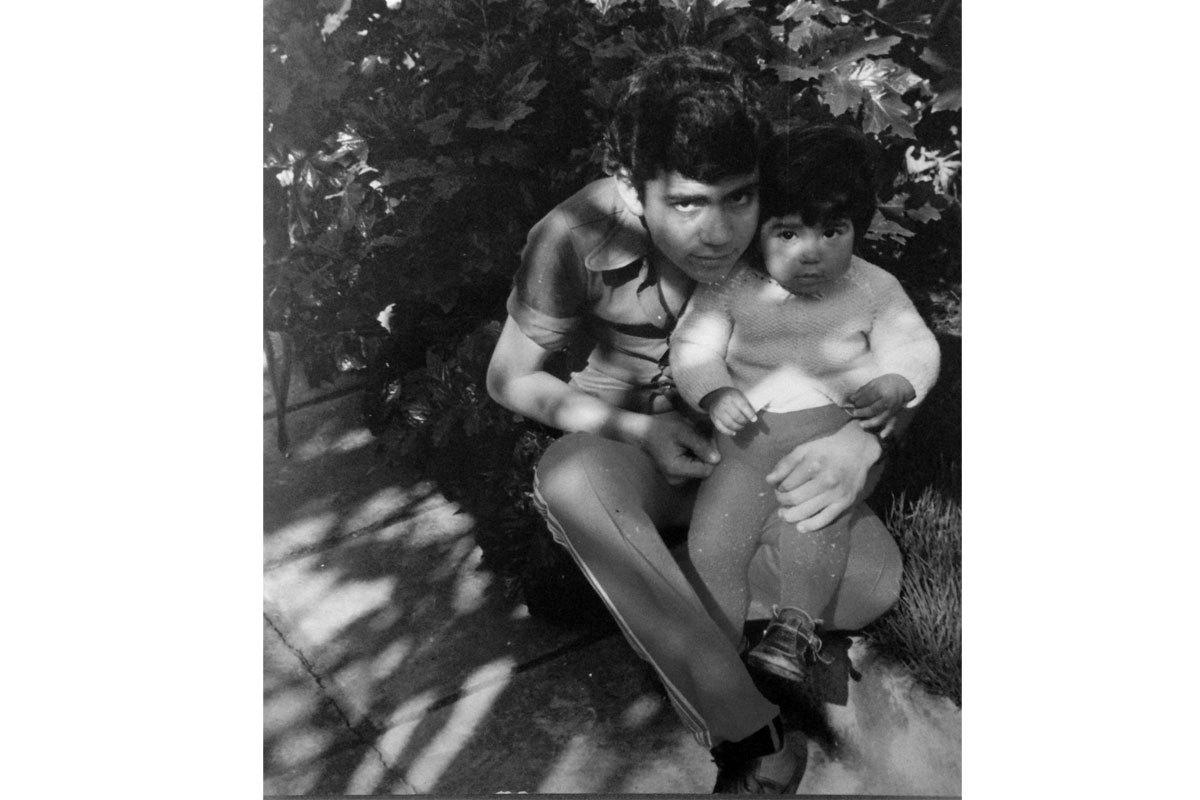 Isidro a los 15 años, con su hermana menor, Benita. Casa de San Isidro, Santiago, 1983.