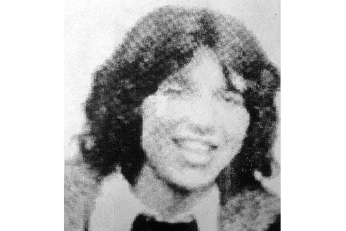 Manuel en una fotografía tomada en el matrimonio civil de su hermano Jorge, el año 1975 en Santiago.