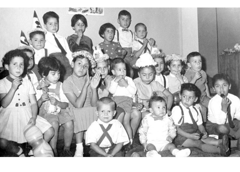 Fernando (esquina inferior derecha), en un cumpleaños de su prima Malucha.